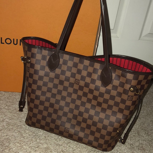 594346e9b5aa Louis Vuitton Handbags - Authentic LV Neverfull MM w  Clutch